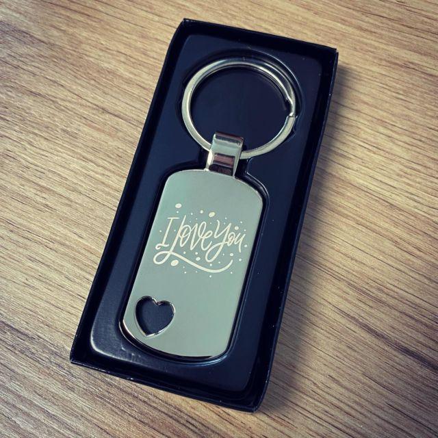 Schlüsselanhänger mit Wunschgravur  #gravur #gravieren #lasergravur #schlüsselanhänger #liebe #herz #love #dogtag #engraved @lasertexx