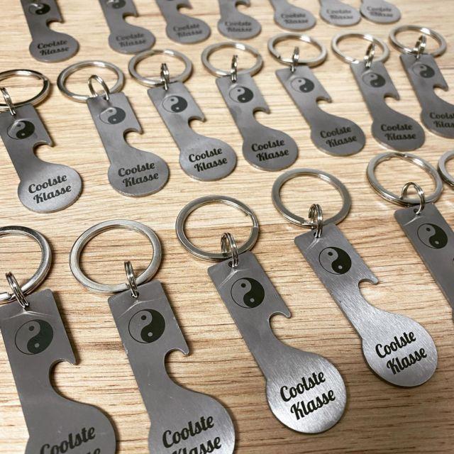 Schlüsselanhänger mit Wunschgravur.  #matura #abschlussklasse #schlüsselanhänger #geschenk #giveaway #verein #schule #coolsteklasse #erinnerung