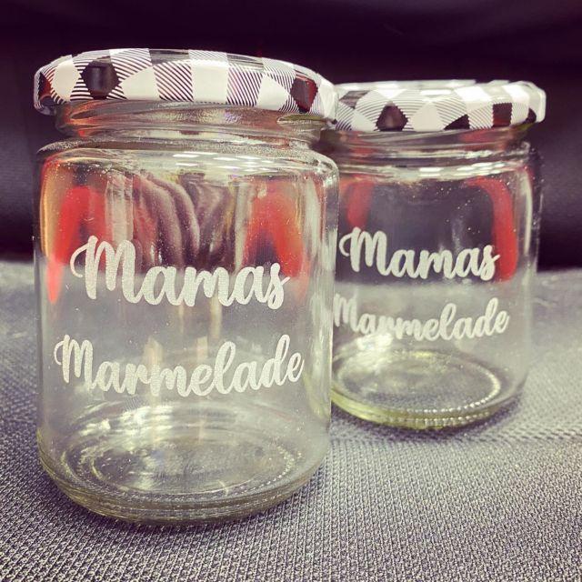Glasgravur für Mamas Marmelade 😋 #gravur #lasergravur #marmelade #mama #mamasmarmelade #glasgravur