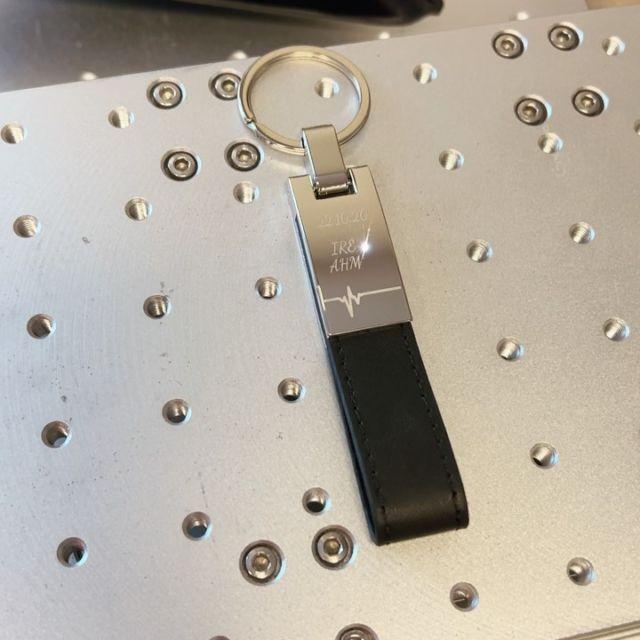 Lasergravur auf Schlüsselanhänger  #gravur #lasergravur #gravieren #wunschgravur #schlüsselanhänger @gravuro.at